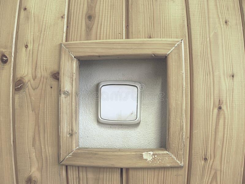 有开关的木墙壁 轻的按钮调转工 库存照片