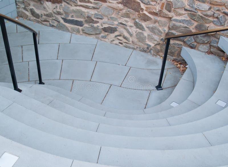 有弯曲的步的独特的台阶在石墙附近 图库摄影