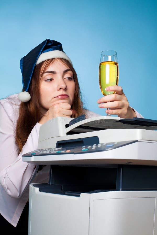 有当事人帽子的压抑妇女 免版税库存图片