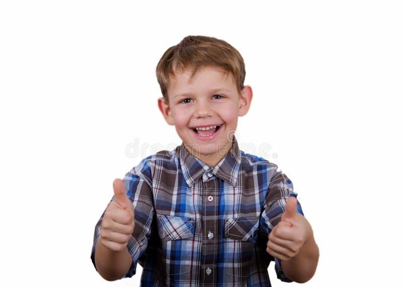 有微笑和一个姿态的愉快的男孩象两只手孤立 免版税图库摄影