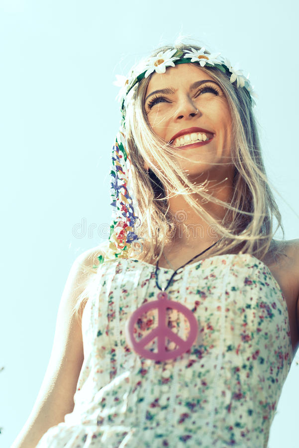 有微笑的嬉皮女孩 免版税库存图片