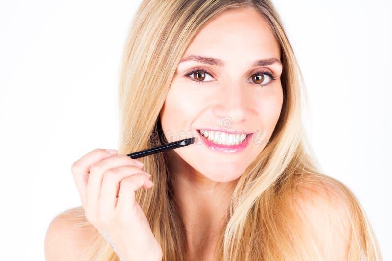 有微笑的愉快的妇女与牙和嘴唇刷子 库存照片