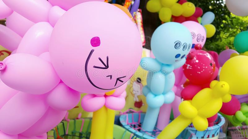 有微笑面孔的五颜六色的气球 图库摄影