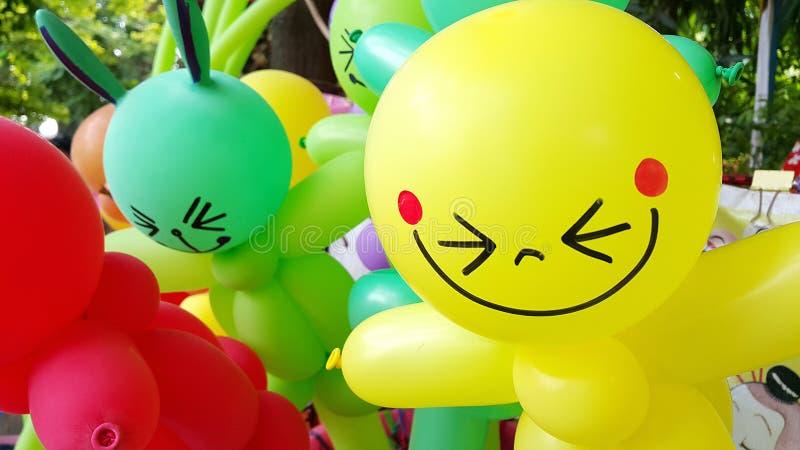 有微笑面孔的五颜六色的气球 免版税库存图片