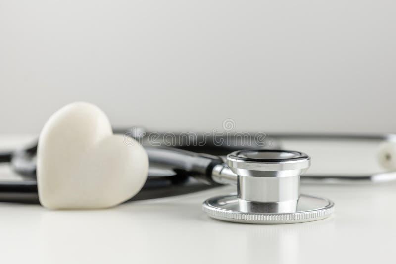 有心脏的听诊器 图库摄影