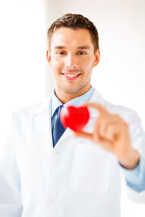有心脏的男性医生 库存图片