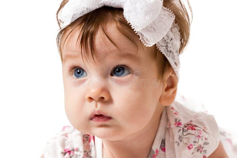 有惊奇的面孔的小女婴 免版税库存图片