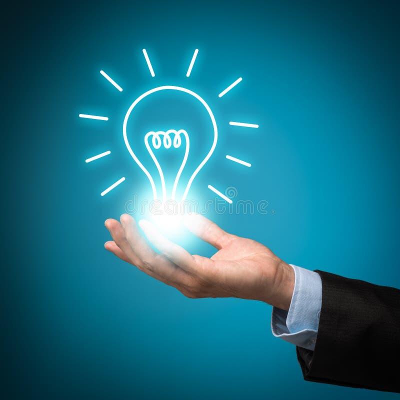 有想法电灯泡的商人 库存照片