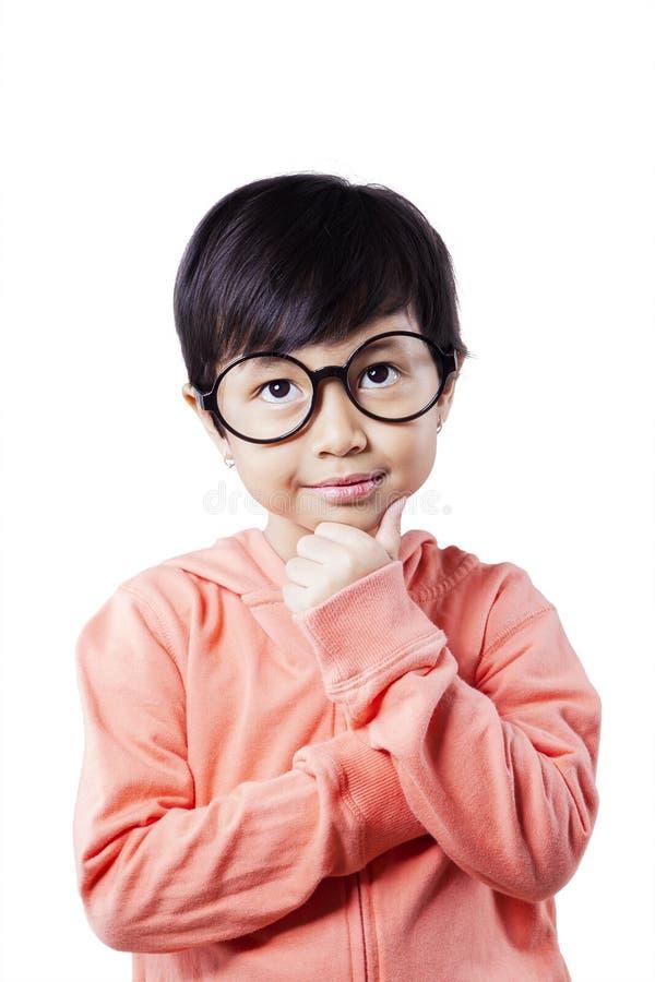 有想法的姿势的沉思矮小的学生 库存照片