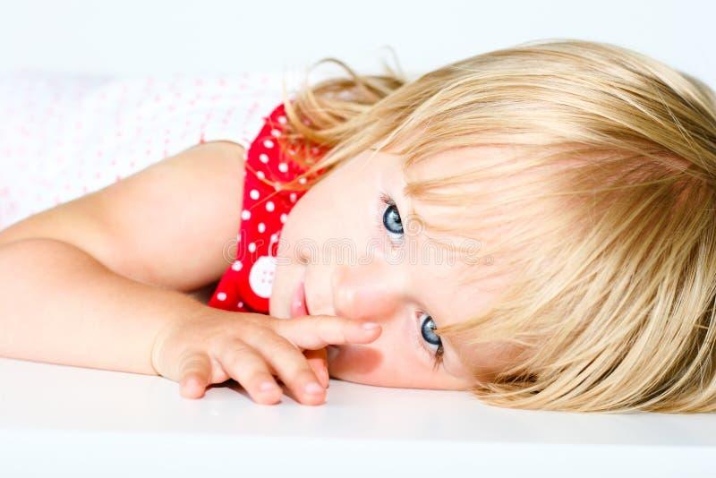 有愉快的面孔的女婴 库存照片