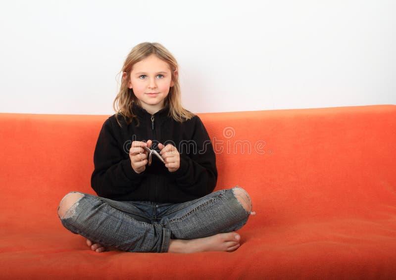 有戏弄者的女孩 免版税库存照片
