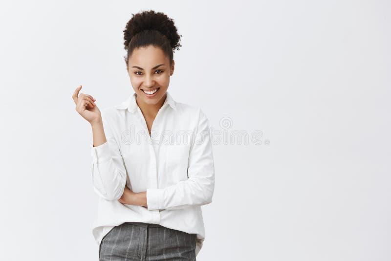 有成功的非裔美国人的女性的企业家巨大提议,建议商务伙伴开放新comapany 库存图片