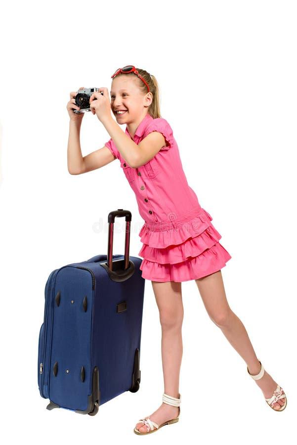 有手提箱和老牌照片照相机的女孩 库存照片