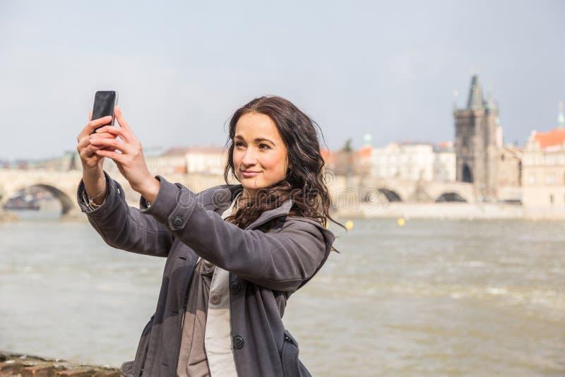 有手机的俄国妇女 免版税库存照片