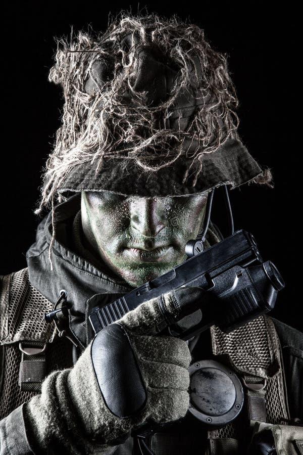 有手枪的Jagdkommando战士 库存图片