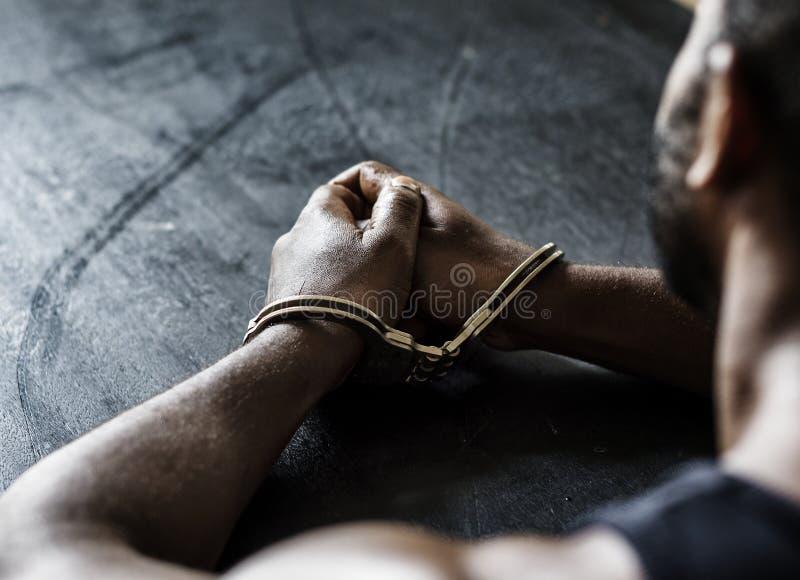 有手铐的被拘捕的非洲人 免版税图库摄影