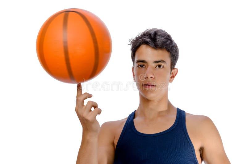有打篮球的运动服的青少年的运动员 白色backgro 免版税库存照片