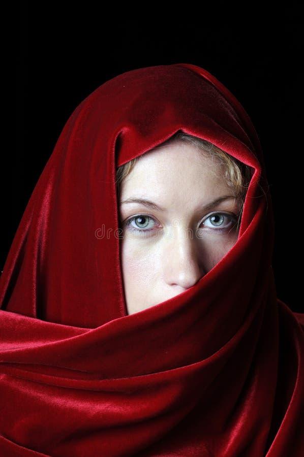 有披肩的美丽的新白肤金发的妇女 库存图片