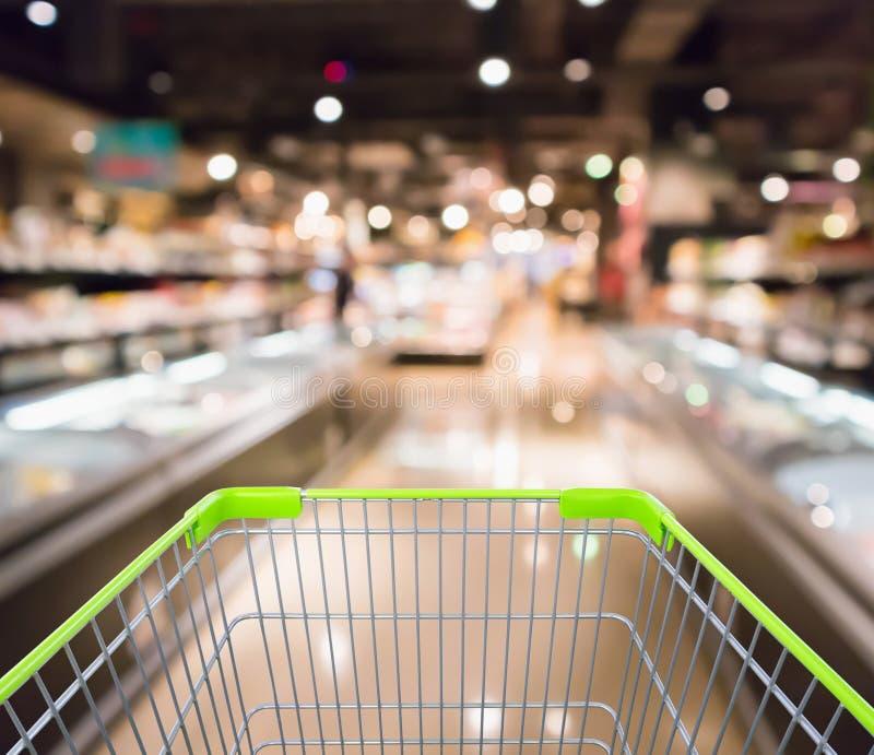 有抽象超级市场杂货店的购物车 库存照片