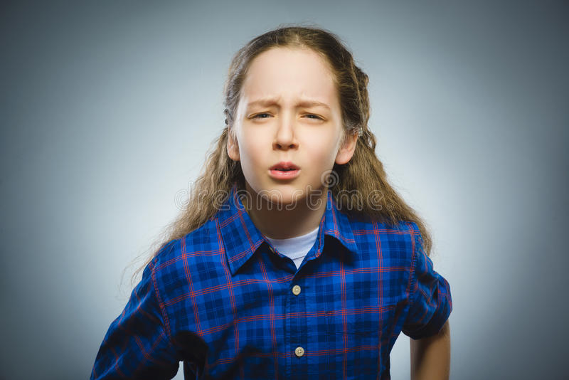 有担心的被注重的面孔表示的特写镜头哀伤的女孩 库存照片