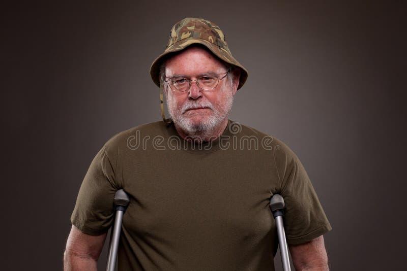 有拐杖的越南退伍军人 图库摄影