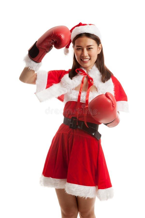 有拳击手套的亚裔圣诞节圣诞老人女孩 免版税库存照片