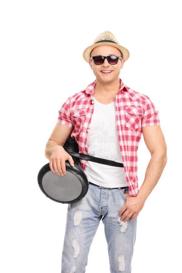 有拿着doumbek的太阳镜的凉快的音乐家 库存照片