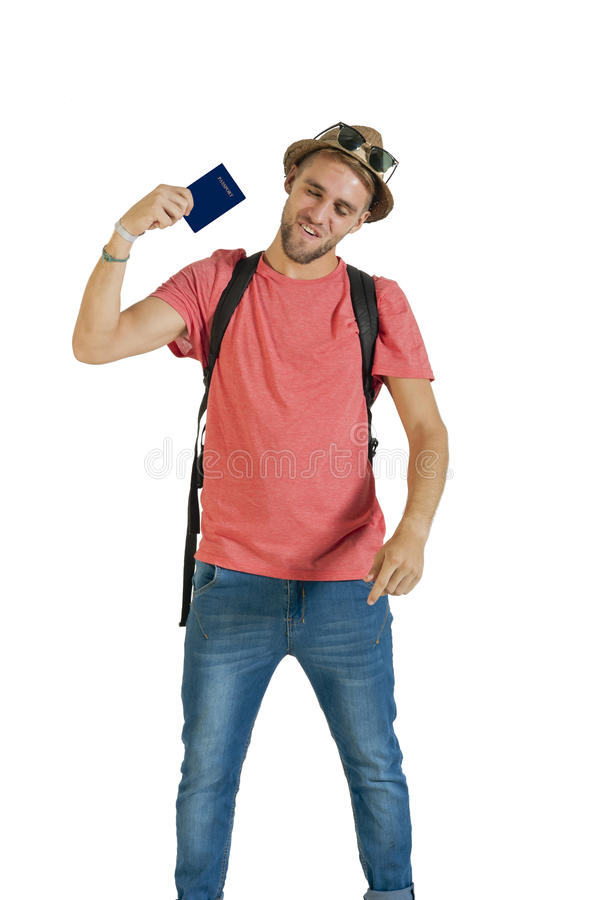 有持护照的背包和草帽的年轻可爱的旅游人 免版税库存照片