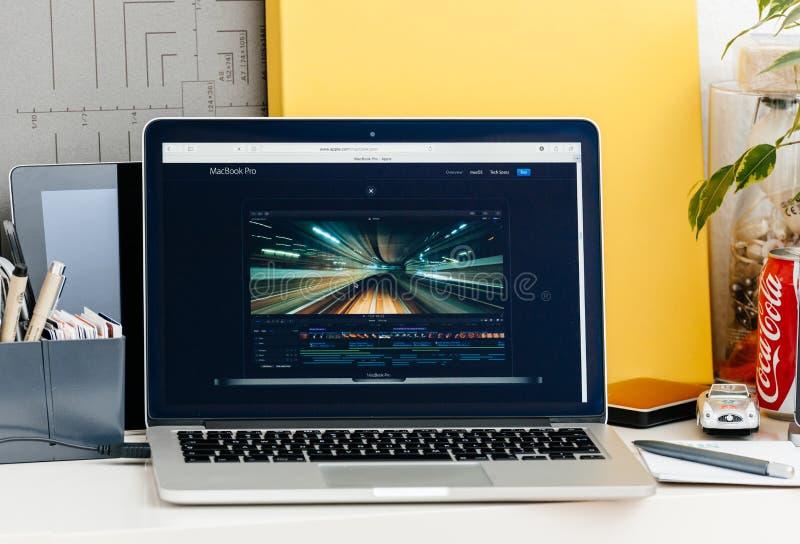 有接触酒吧决赛的新的MacBook赞成视网膜切开了赞成 图库摄影