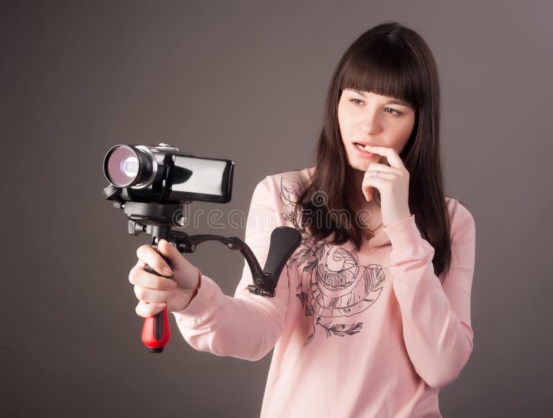 有摄象机的少妇 免版税图库摄影