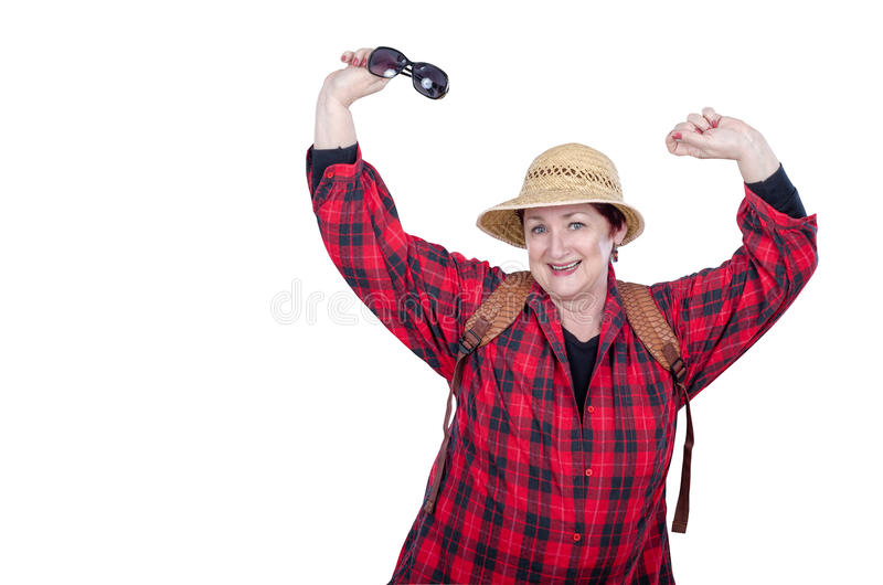 有摆在白色的背包的活泼的老妇人 免版税库存图片