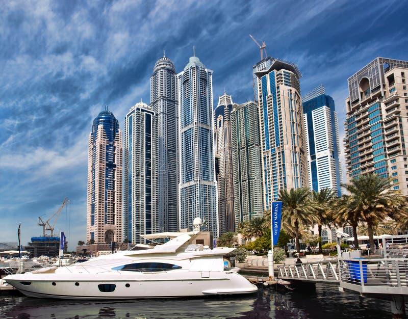 有摩天大楼的迪拜小游艇船坞在迪拜,阿联酋 免版税图库摄影