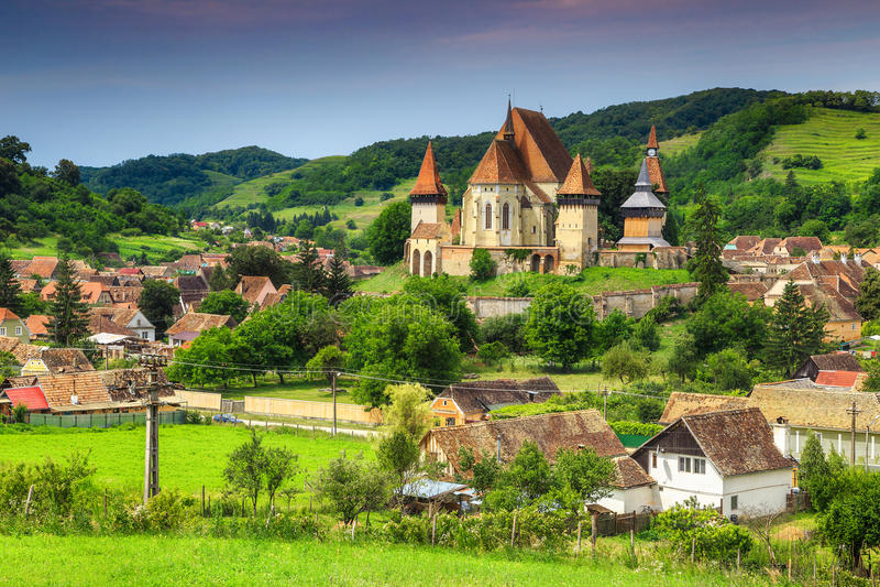 有撒克逊人的著名Transylvanian旅游村庄加强了教会, Biertan,罗马尼亚 免版税库存图片