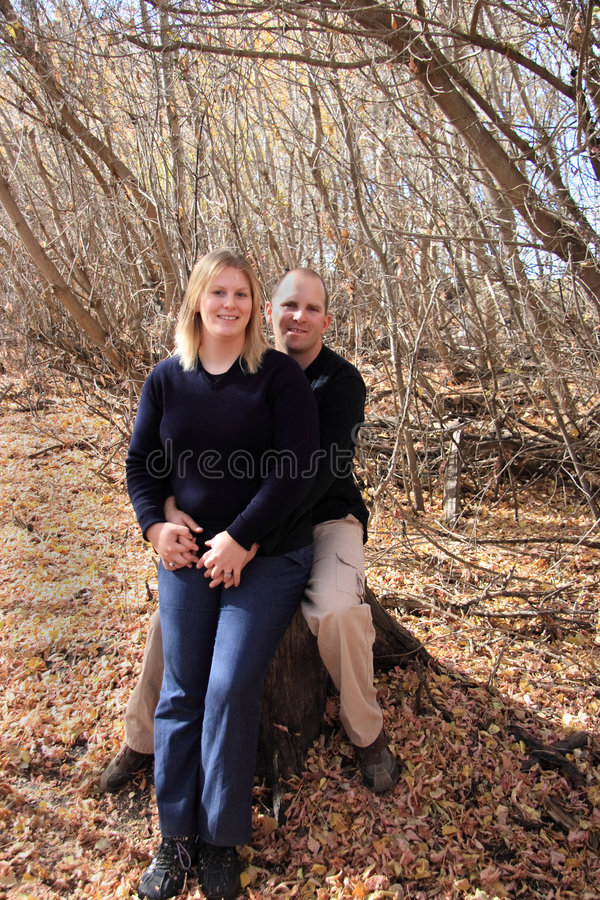 有效的夫妇年轻人 免版税库存图片