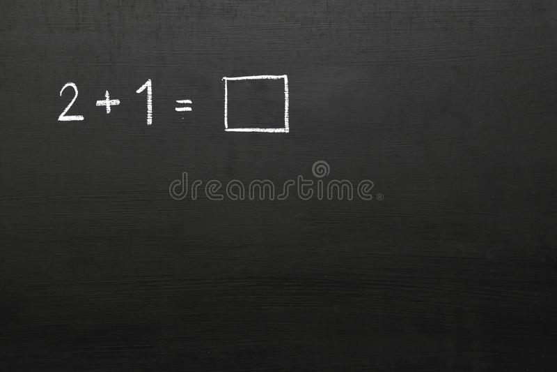 有数学问题的黑板 数字和数学符号u 免版税库存照片