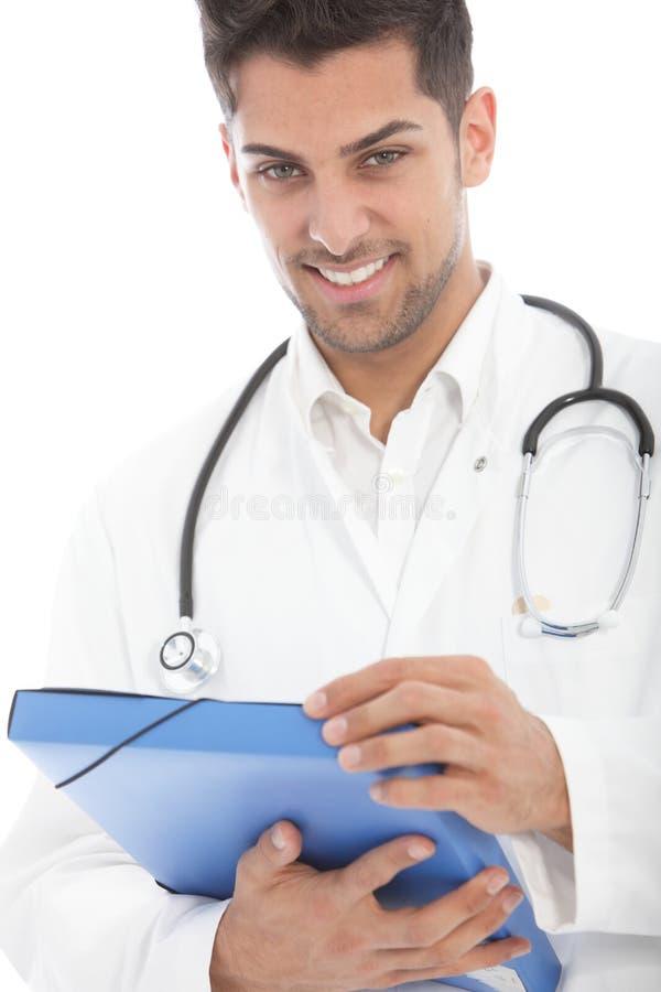 有文件的年轻英俊的男性医生 免版税库存图片