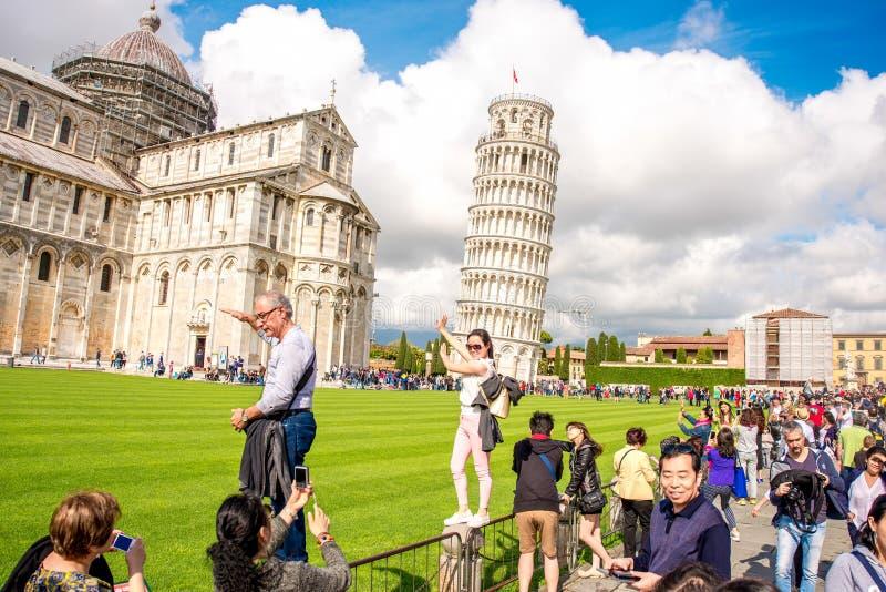有斜塔的比萨大教堂在意大利 免版税库存照片