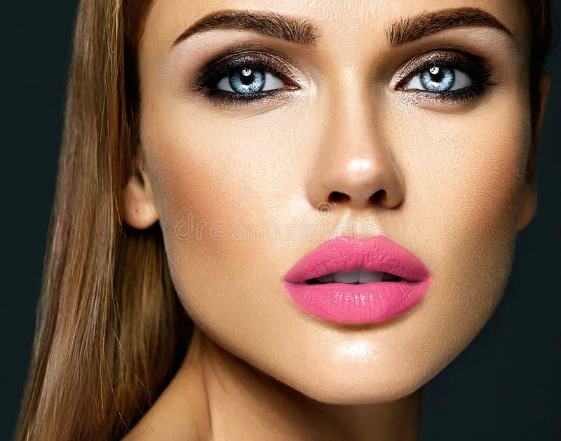 有新每日构成的美丽的妇女模型夫人 库存照片