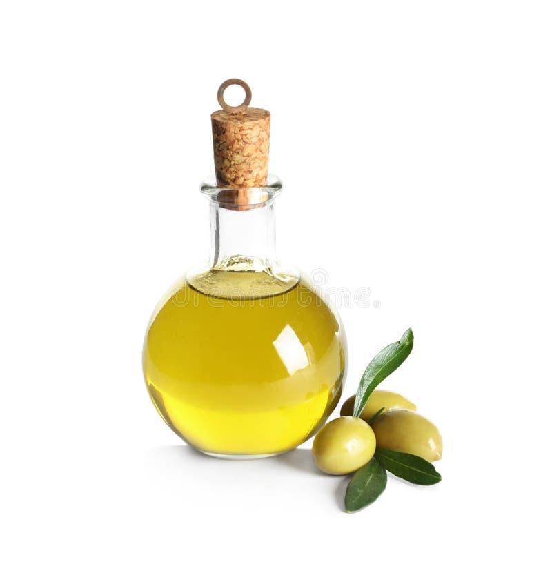 有新鲜的橄榄油的玻璃瓶 免版税库存图片