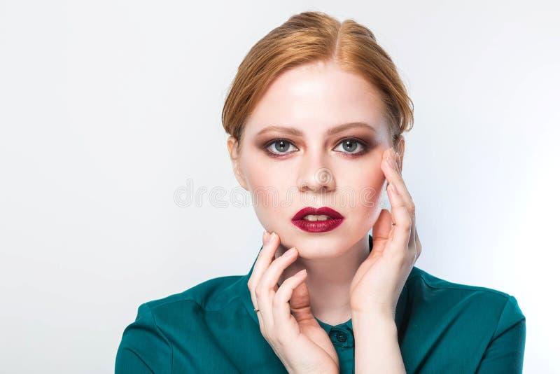有新鲜的清楚的皮肤的,白色背景年轻女性 护肤概念 库存图片
