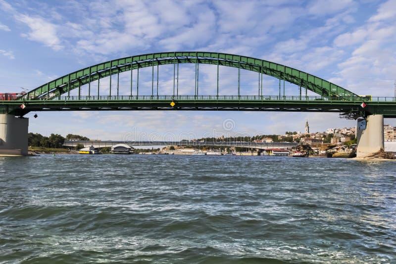 有旅游口岸的贝尔格莱德Branko的桥梁在萨瓦河 库存照片