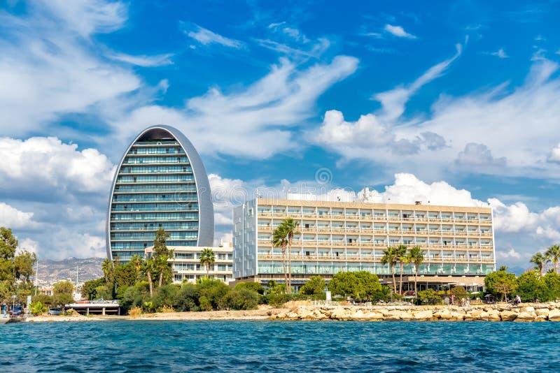 有旅馆,现代现代和海滩的利马索尔江边 塞浦路斯 库存照片