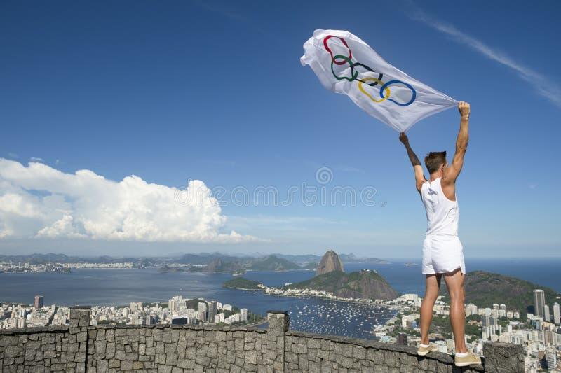 有旗子的里约热内卢奥林匹克运动员 库存图片