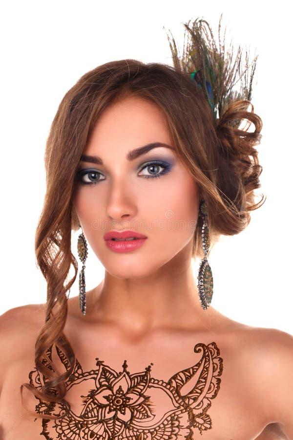 有无刺指甲花纹身花刺mehendi的美丽的妇女 免版税库存照片