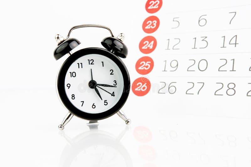 有日历的闹钟 库存图片