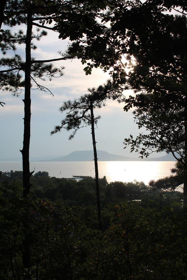 有日落的巴拉顿湖 库存图片