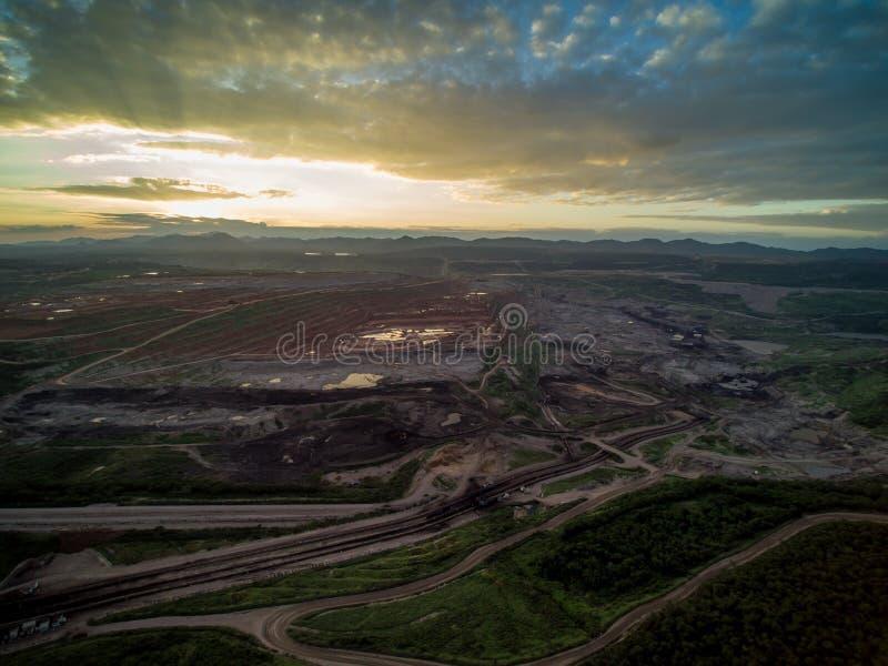 有日落的煤矿 库存照片