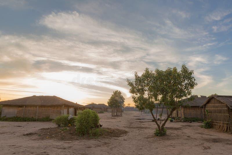 有日落的非洲乡村 安格斯 免版税库存照片