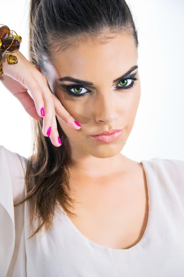 有时尚眼睛构成的魅力妇女 免版税库存照片