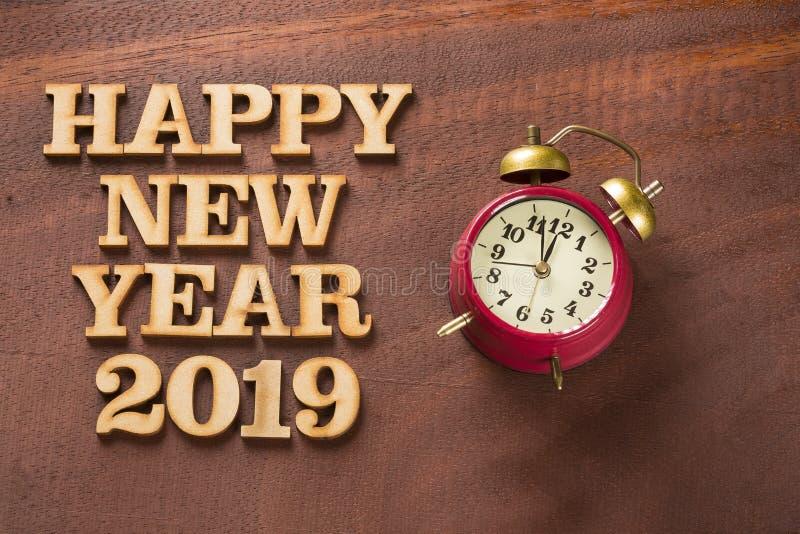 有时钟的新年快乐2019年 免版税库存照片